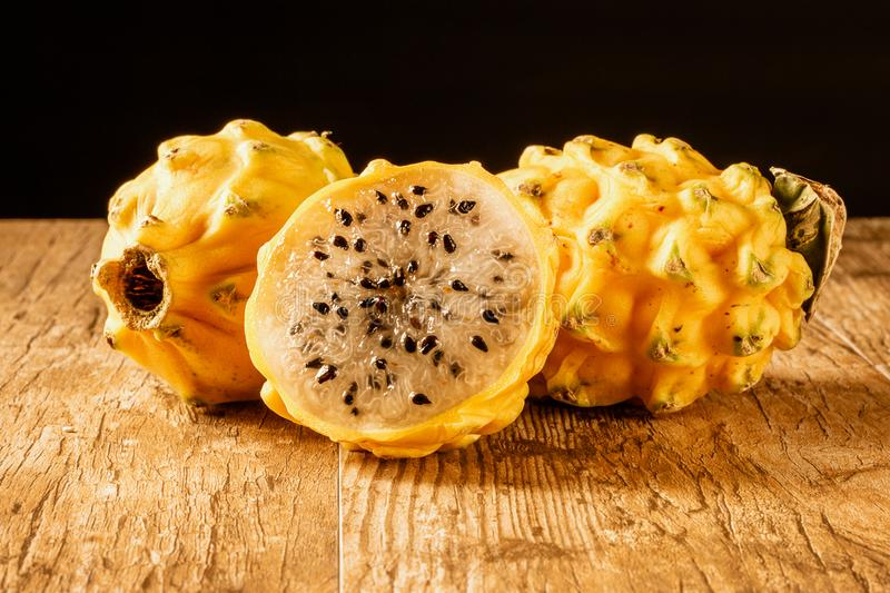 This image has an empty alt attribute; its file name is yellow-dragon-fruit-pitaya-images-www.sunblestproducts.com-45.jpg